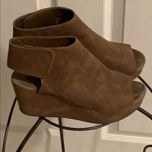 Shoes - Brown faux suede wedges